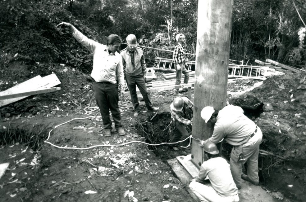 Installing the posts that support the pavilion, which rises 24 feet above the ground. Photo Wayne Cozzolino © 1993 for the Association for Public Art.