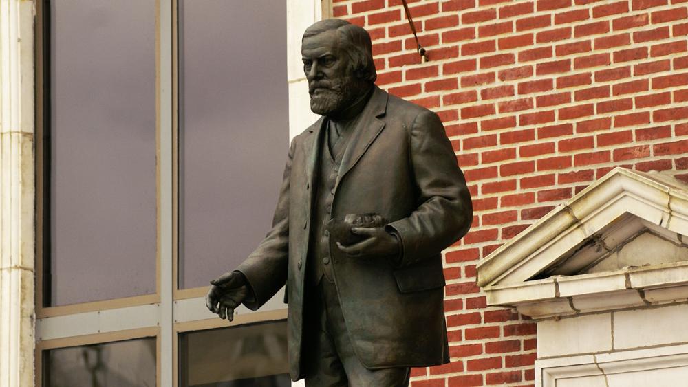 Samuel Murray's statue of Joseph Leidy