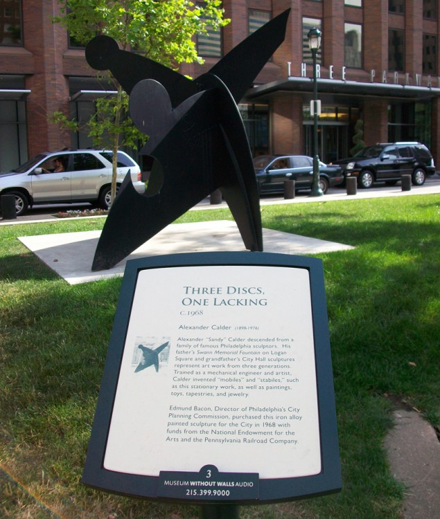 "Interpretive sign for Alexander ""Sandy"" Calder's <em>Three Discs, One Lacking</em> (1968). Photo © Association for Public Art."