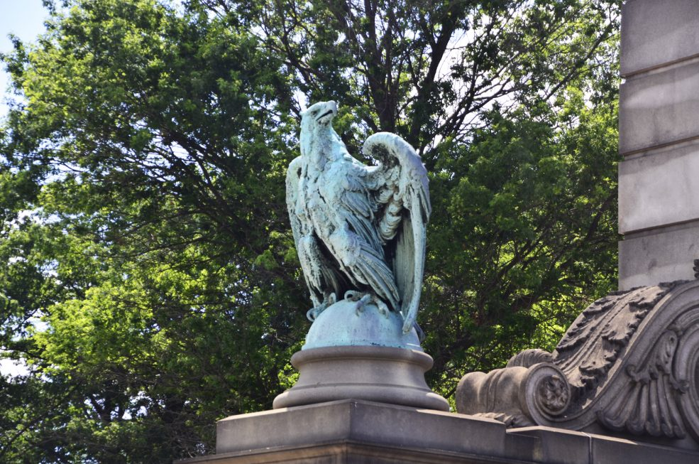 <em>Two Eagles and Globes</em> by John Massey Rhind (1860-1936). Photo Alec Rogers © 2016 for the Association for Public Art.