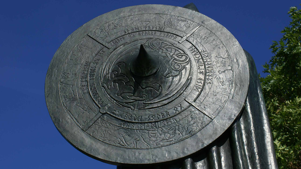 Detail of the shield of the sculpture of Thorfinn Karlsefni