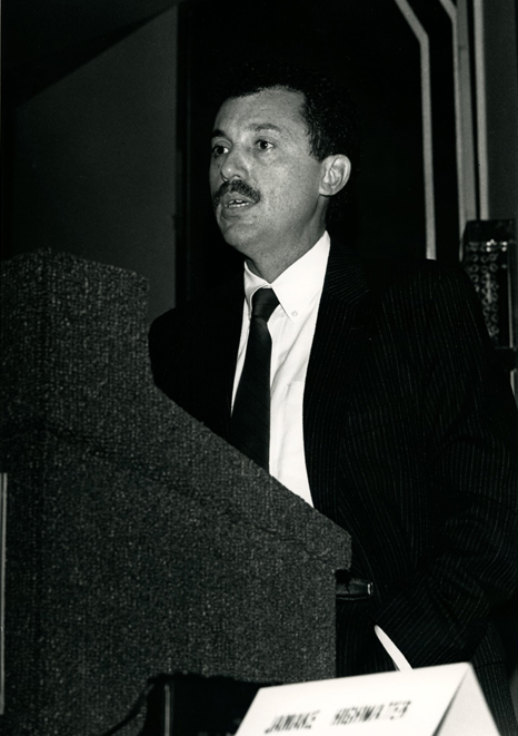 Keynote Speaker Jamake Highwater. Photo Gary McKinnis © 1987 for the Association for Public Art.