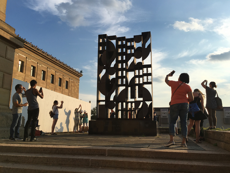 <em>Public Art in Focus</em> Phone Photography workshop at the Philadelphia Museum of Art. Photo by Ashley Lippolis © 2016 for the Association for Public Art.