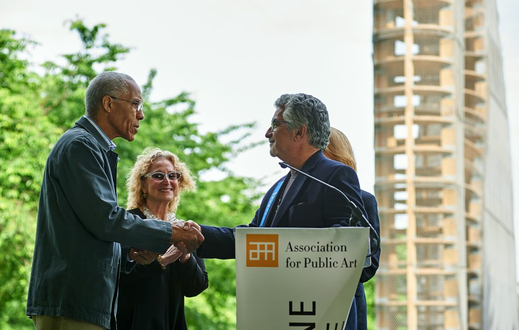 Former Deputy Mayor for Economic Development and Director of Commerce for the City of Philadelphia, Alan Greenberger presenting the Medal of Honor to Martin Puryear. Photo: Albert Yee