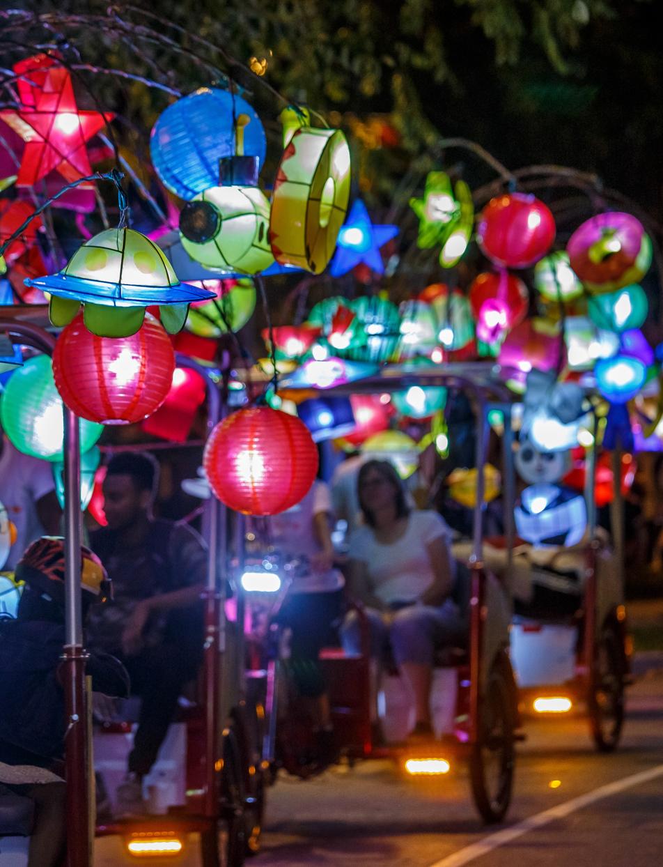 Cai Guo-Qiang: Fireflies pedicabs