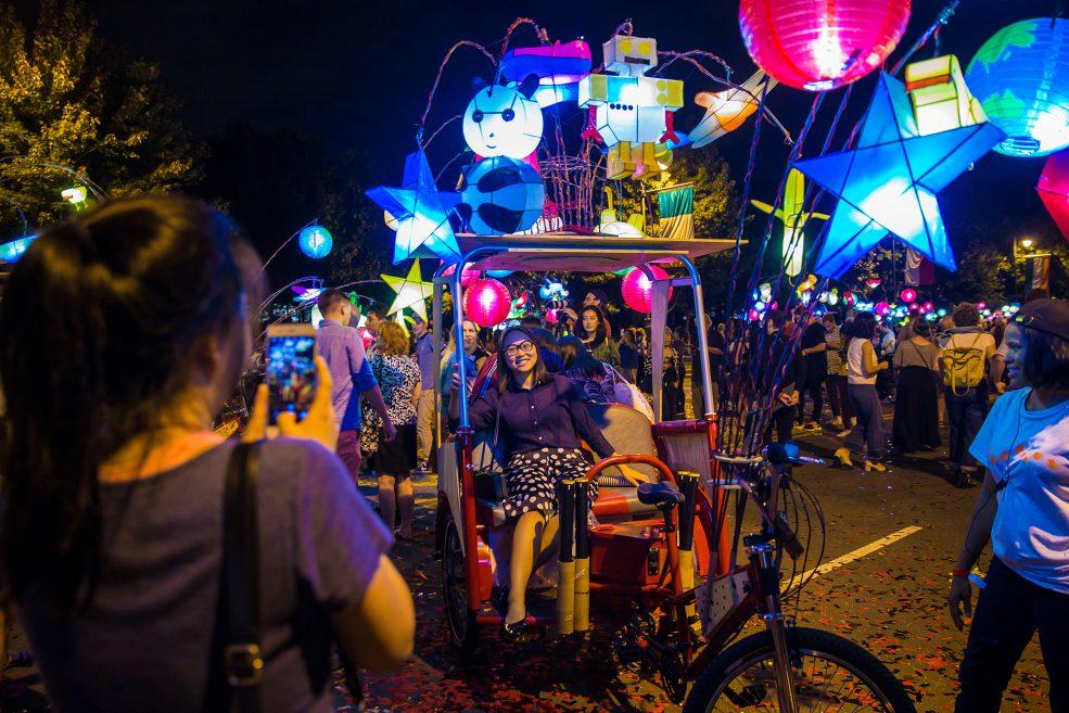 <em>Cai Guo-Qiang: Fireflies</em> opening celebration on the Parkway. Photo Jeff Fusco Photography © 2017.