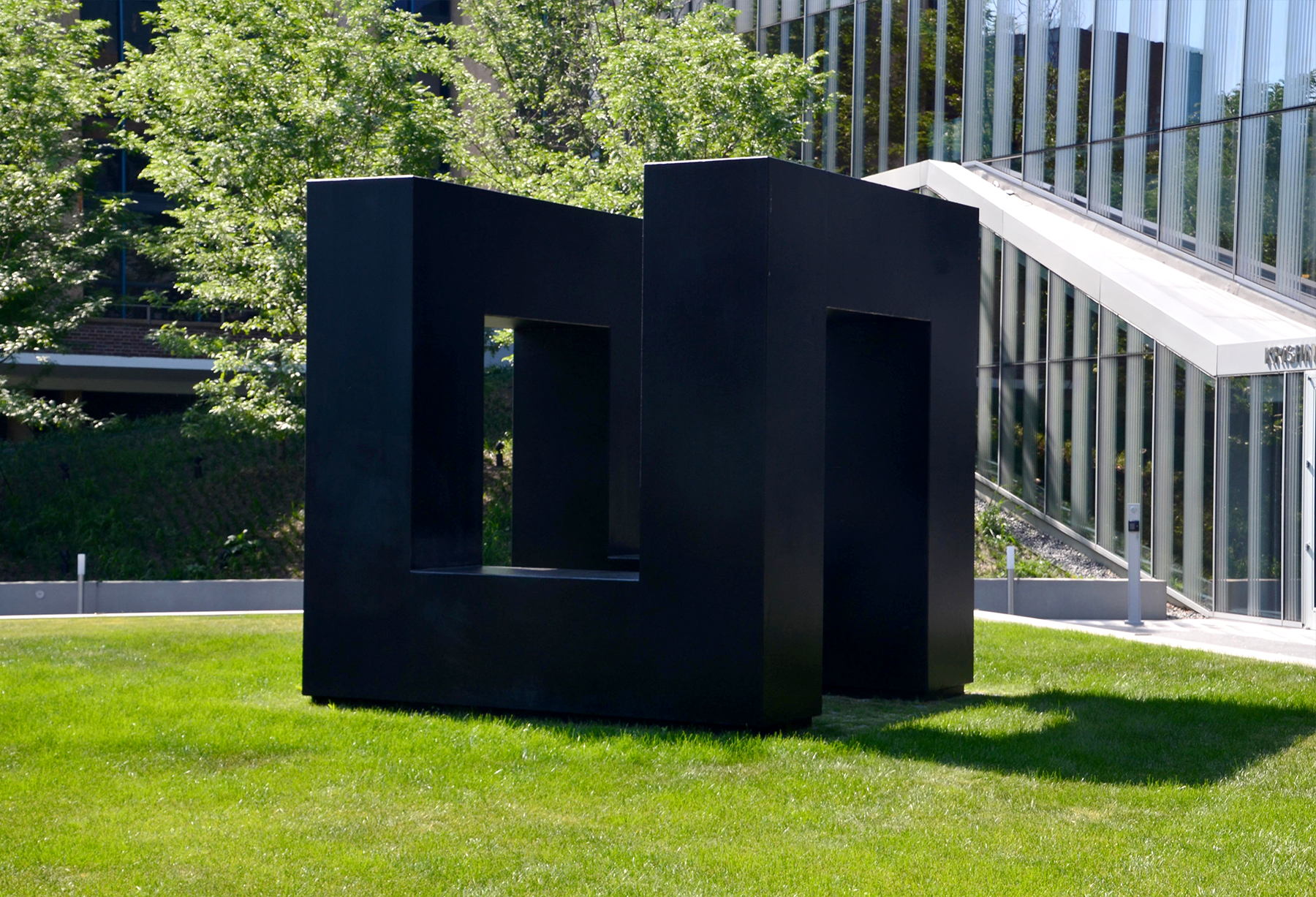 """Tony Smith's painted black steel """"We Lost"""" sculpture in grass"""